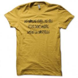 Tee shirt Au nom du verre du vice et du saint whisky amène la bouteille jaune