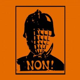 tee shirt non violence policiere